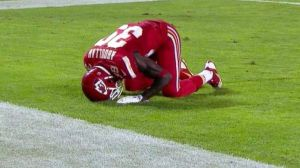 HT_husain_abdullah_kansas_city_praying_sk_140930_16x9_992
