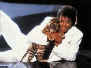 michael-jackson-hugging-tig